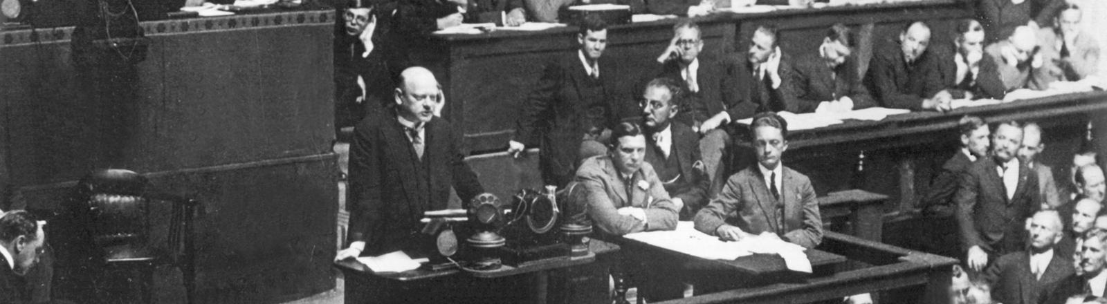 Reichsaußenminister Gustav Stresemann spricht vor dem Völkerbund in Genf 1926.