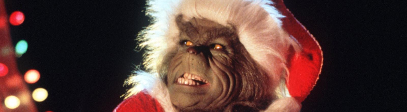 """Der hinterlistige Grinch reibt sich in dem Kinofilm """"Der Grinch"""" verschmitzt seine Pfoten: Der pelzig-grüne Einsiedler hat den bitterbösen Plan, den fröhlichen Einwohnern des am Fuße seines Berges Mount Crumpit gelegenen Ortes Whoville ihr Weihnachtsfest gründlich zu vermiesen."""