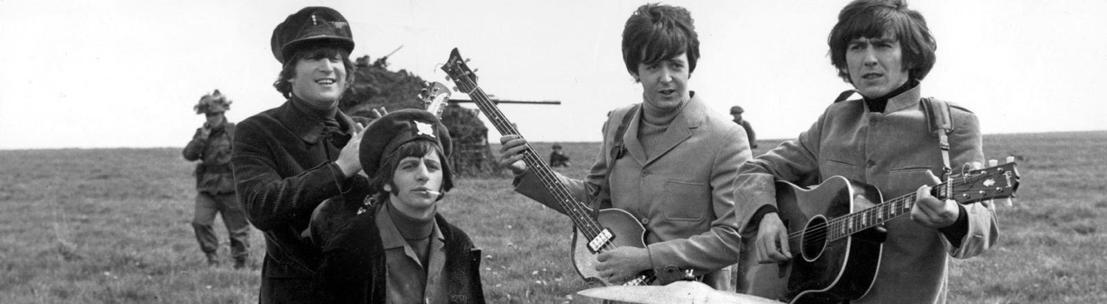 """Die britische Popgruppe """"The Beatles"""", (von links nach rechts) John Lennon, Ringo Starr, Paul McCartney und George Harrison (undatierte Aufnahme)."""