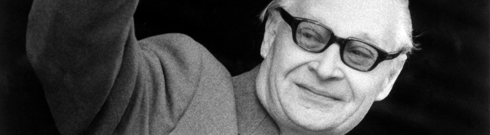 Der Reformpolitiker und ehemalige Erste Sekretär des Zentralkomitees der KPC, Alexander Dubcek, wurde nach der Samtenen Revolution zum ersten Parlamentspräsidenten 1989 gewählt.