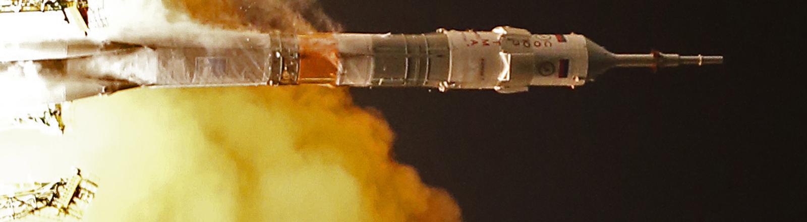 Bemannte Sojus-Rakete startet am 23. November 2014 zur Raumstation ISS.