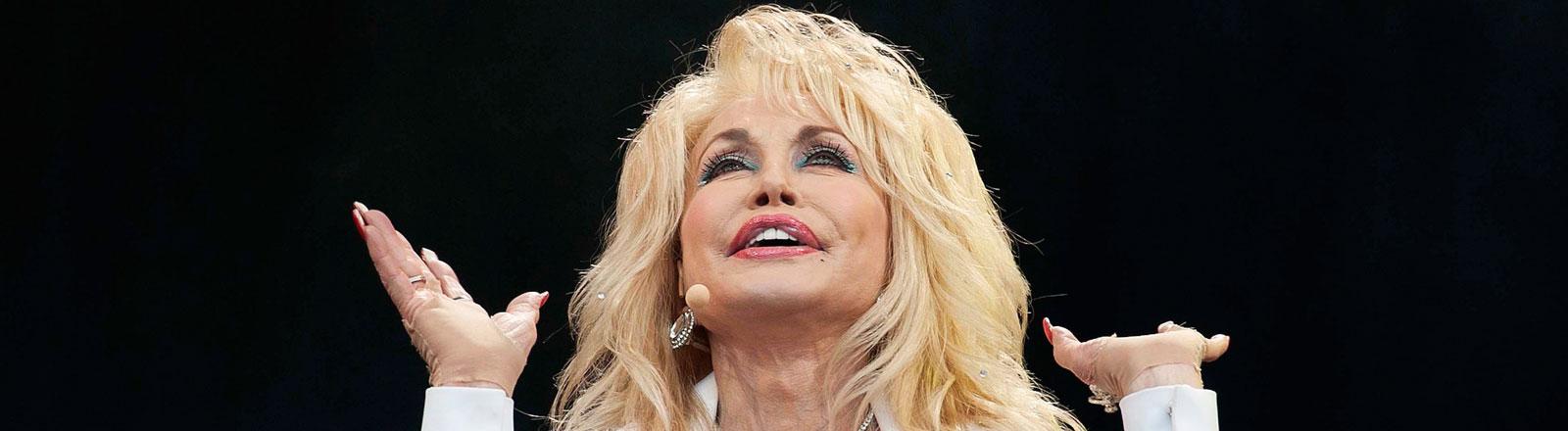 Die US-amerikanische Country-Sängerin Dolly Parton bei einem Auftritt 2014