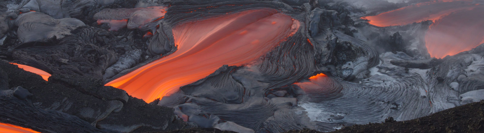 Der Vulkan Kilauea auf Hawaii bricht aus.