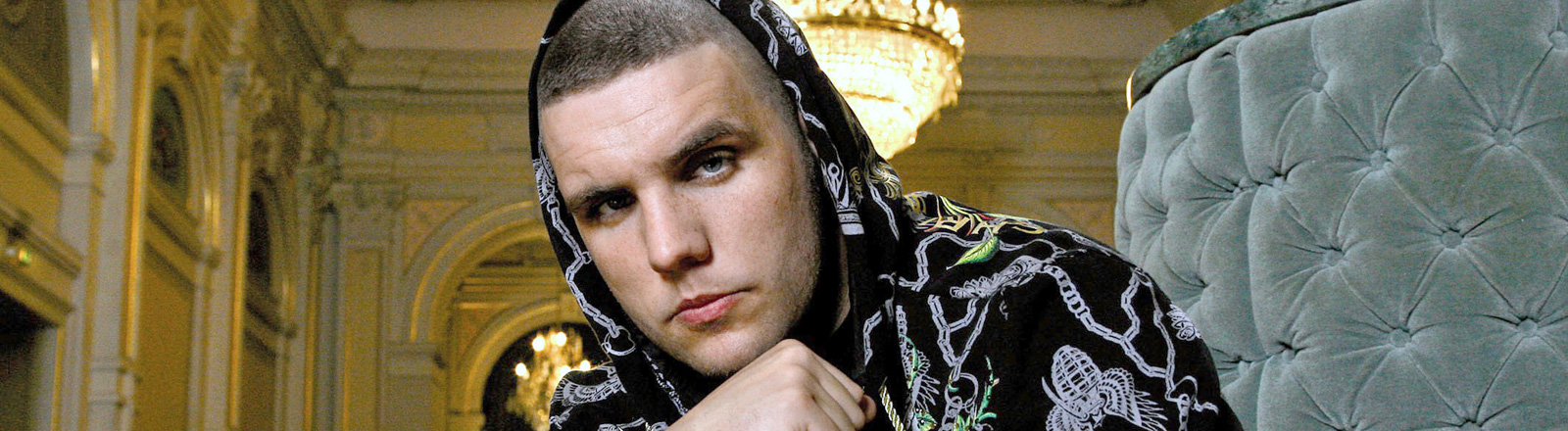 Der deutsche Rapper Fler posiert bei einem Fototermin; Bild: dpa