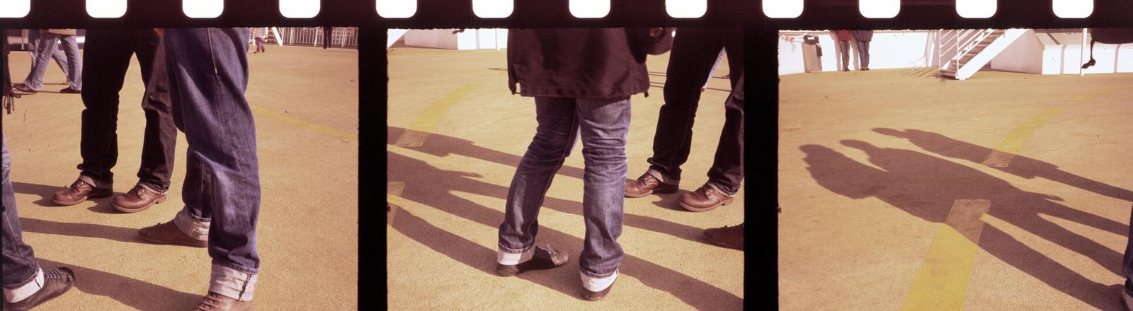 Die Beine von Männern.