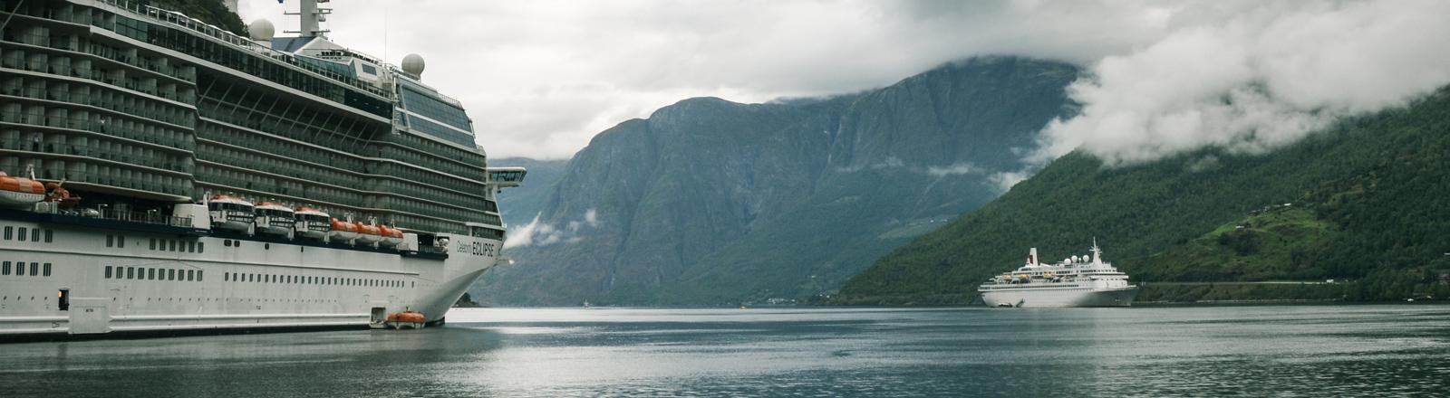 Kreuzfahrtschiffe in norwegischen Fjorden