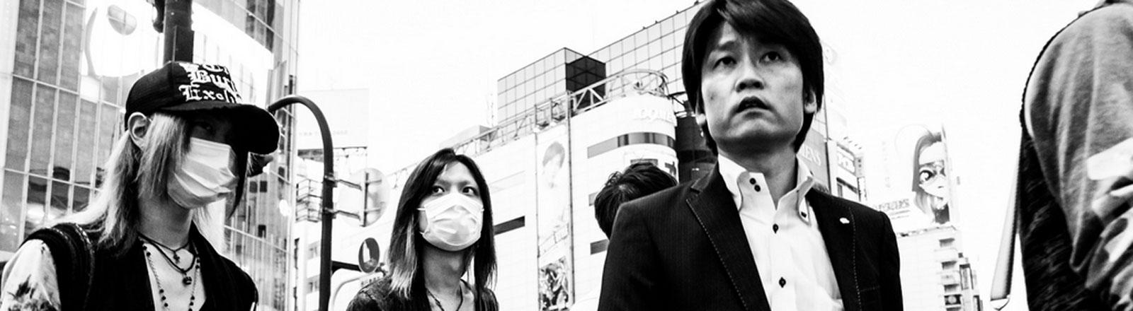 Menschen auf einer Straße in Tokio