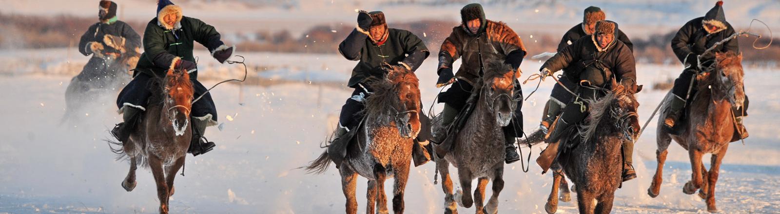 Reiter des Volks der Oroqen in der Inneren Mongolei