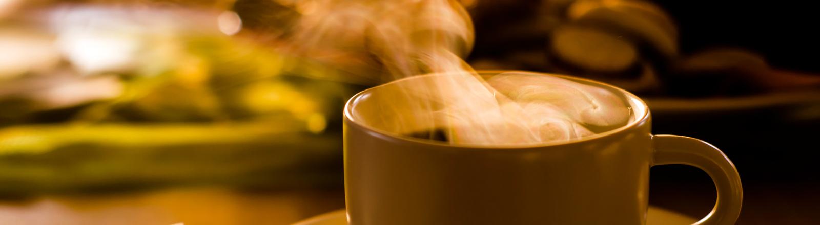 Kaffeedampf aus einer Tasse