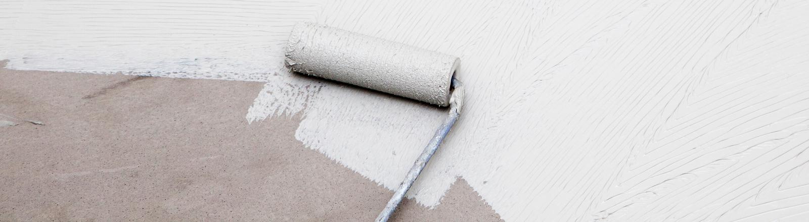 Weiße Farbe streichen.
