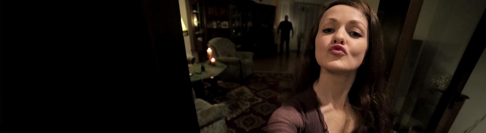 Die Schauspielerin Meelah Adams hat ein virales Video produziert, in dem sie selbst auftritt.