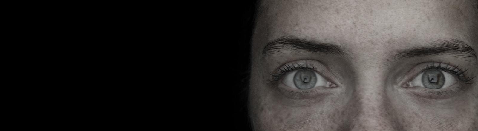Nahaufnahme Augenpaar einer Frau