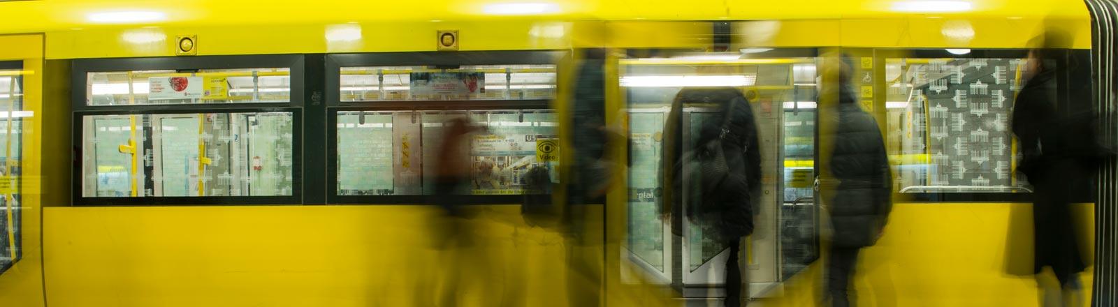 Fahrgäste bei den Berliner Verkehrsbetrieben