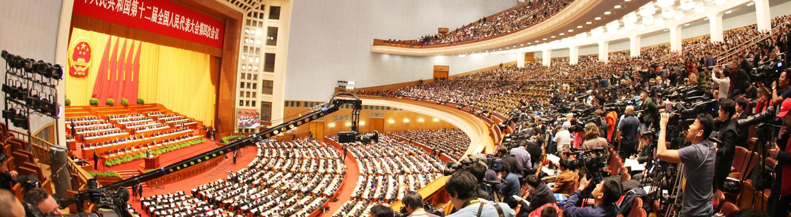 Die Große Halle während der Jahrestagung des chinesischen Volkskongresses am 5. März 2016; Foto: dpa