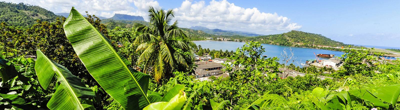 Blick auf eine paradiesische Insellandschaft auf Guantanamo, Kuba.