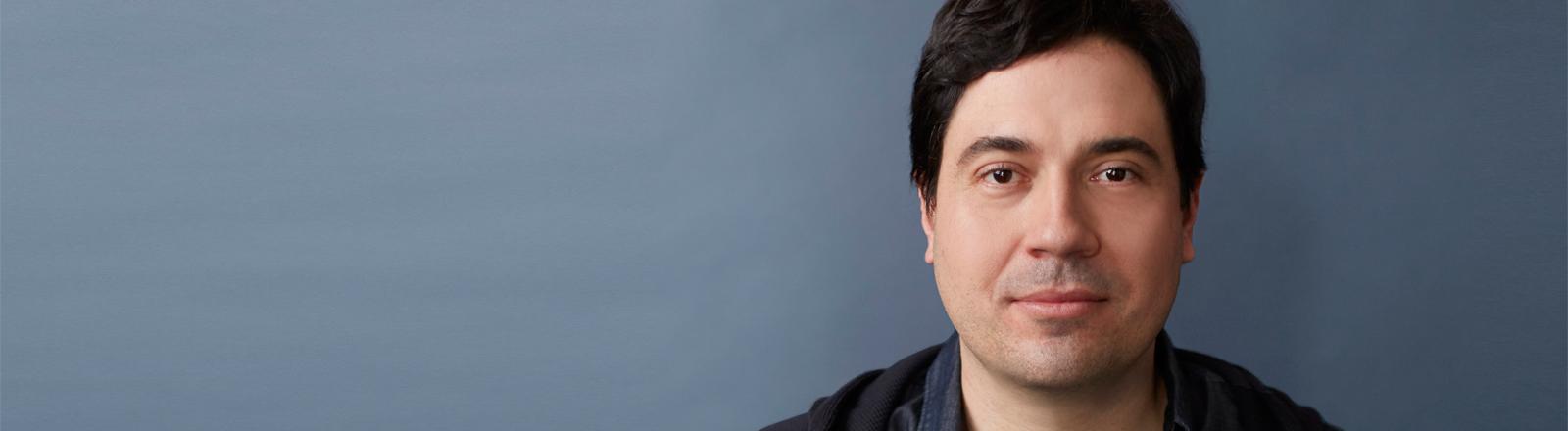 """Zu sehen ist der Facebookaussteiger und Autor des Buches """"Chaos Monkeys"""" Antonio García Martínez"""