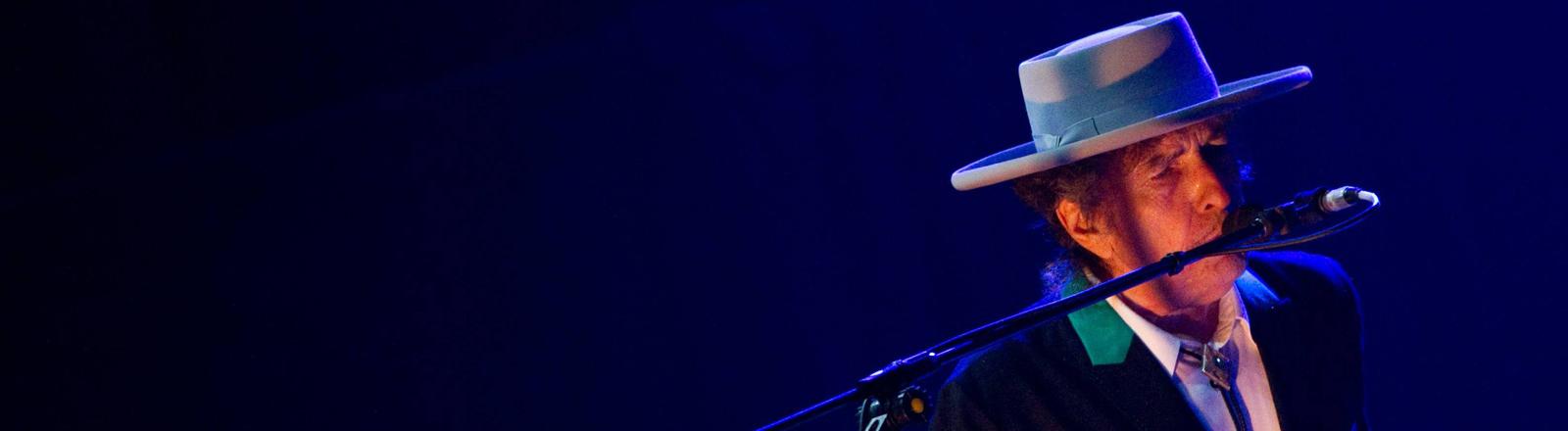 Bob Dylan auf einem Konzert.