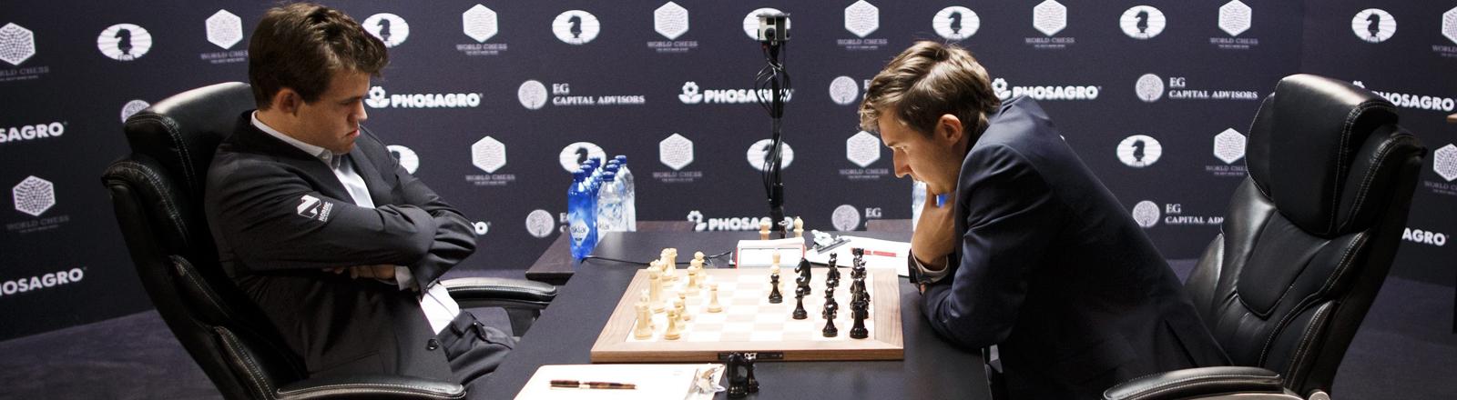 Schachweltmeister und sein Herausforderer.