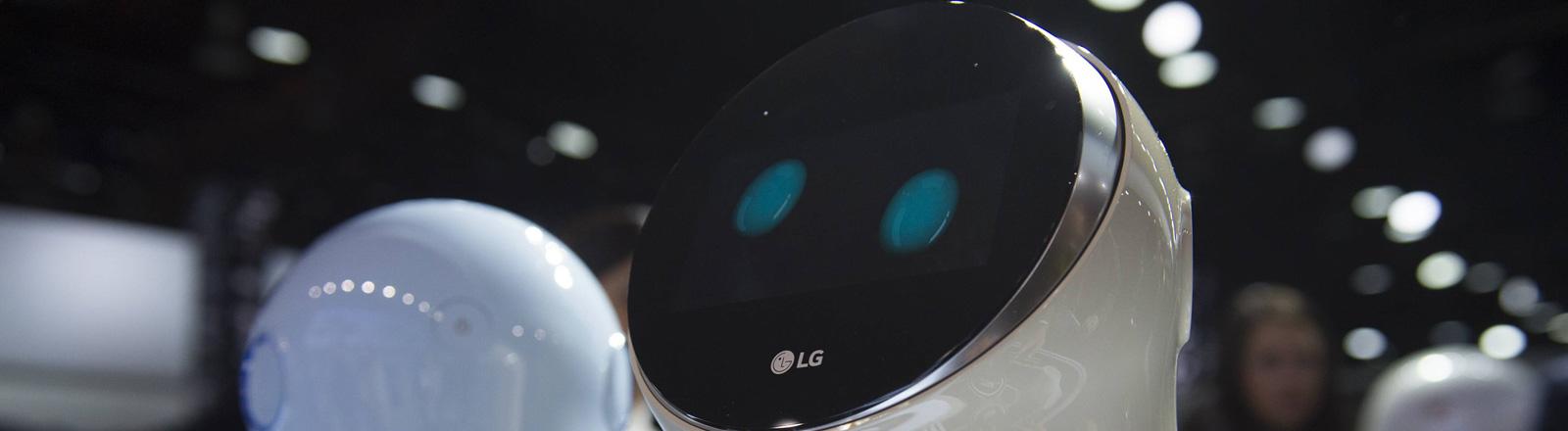 LG Hub Bot bei der CES in Las Vegas greift auf die Sprachsteuerung Alexa von Amazon zu.