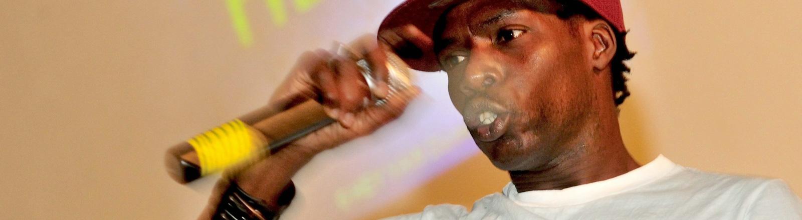 Der Rapper Matador bei einem Auftritt in Dakar 2012; Foto: dpa