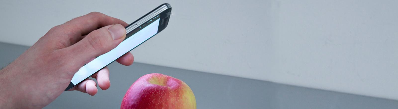 Ein Apfel wird gescannt mit der neuen Frauenhofer-App.