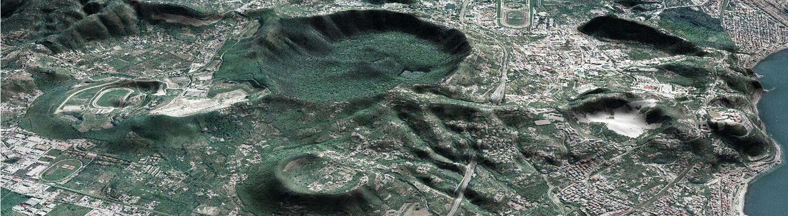 Luftaufnahme vom Campi Flegrei bei Neapel.