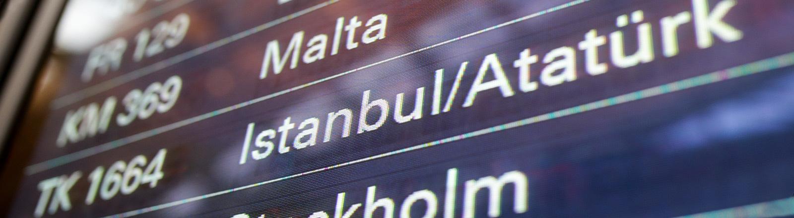 Anzeigetafel am Flughafen.