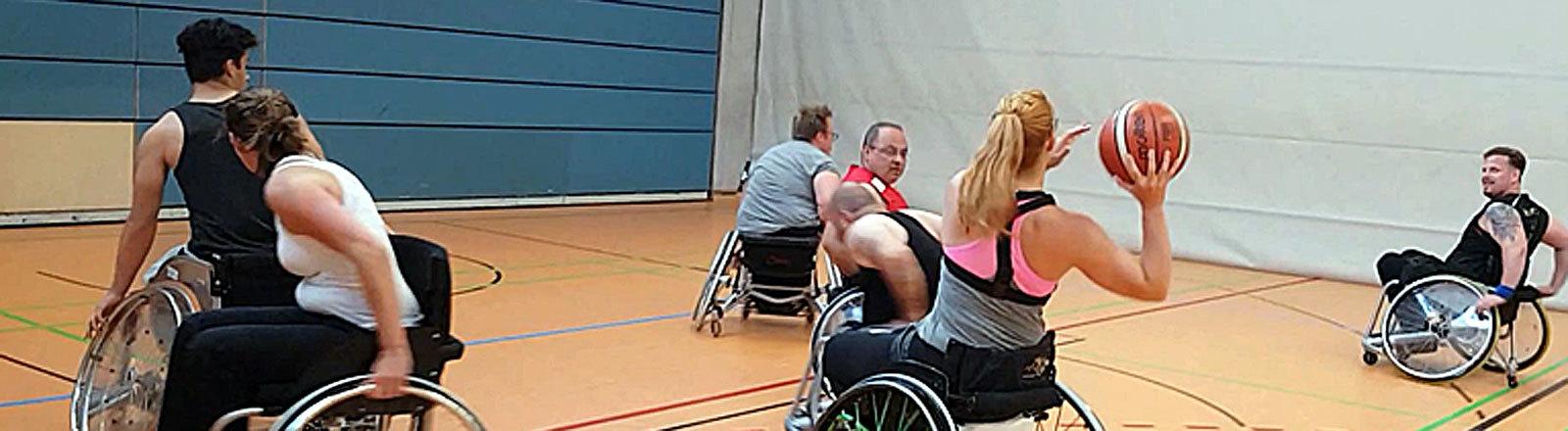 Caro Köhler spielt Rollstuhlbasketball