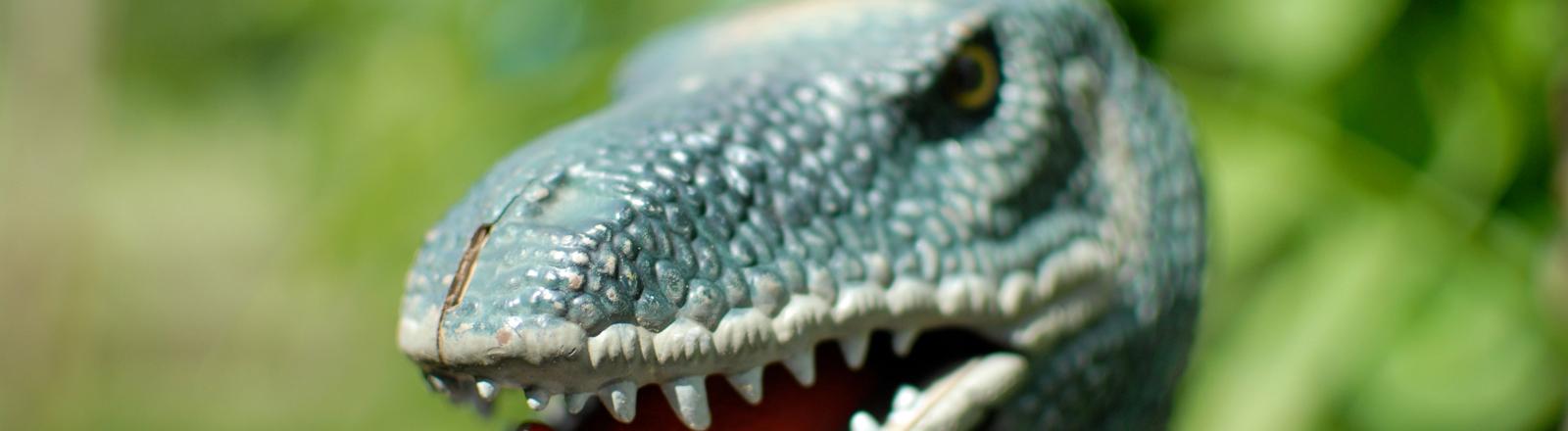 Plastikkopf eines Dinosauriers