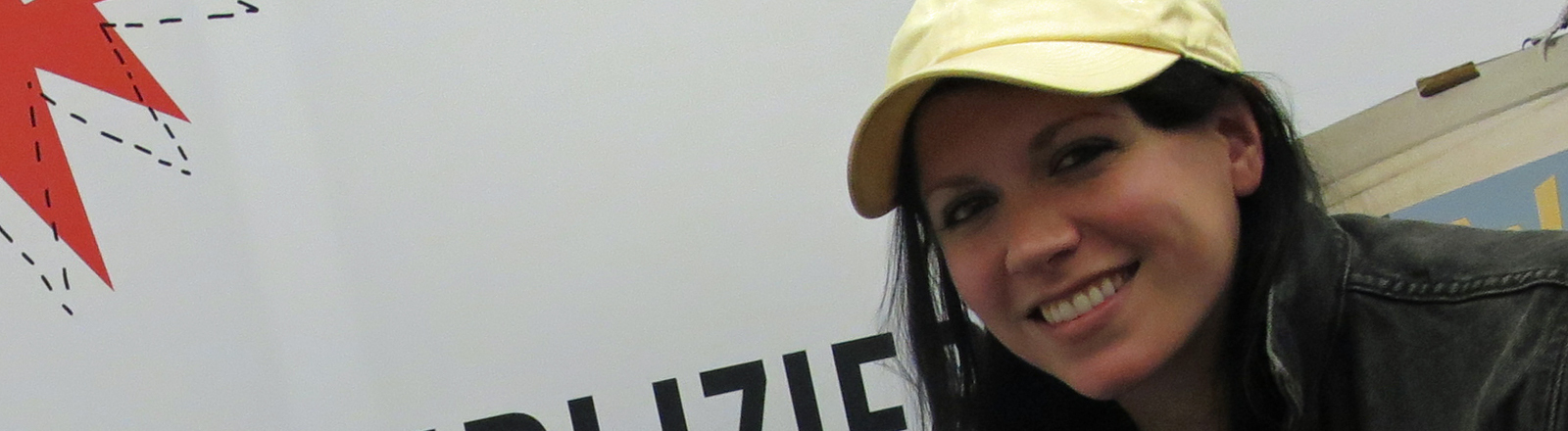 Bei Deutschlandfunk-Nova-Moderatorin Tina Kießling ist K.Flay zu Gast.