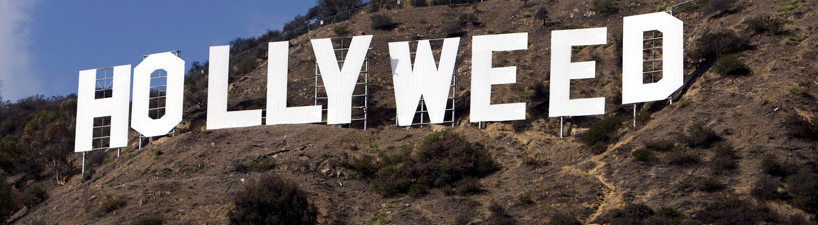 Der Schriftzug Hollywood wurde geändert in Hollyweed.