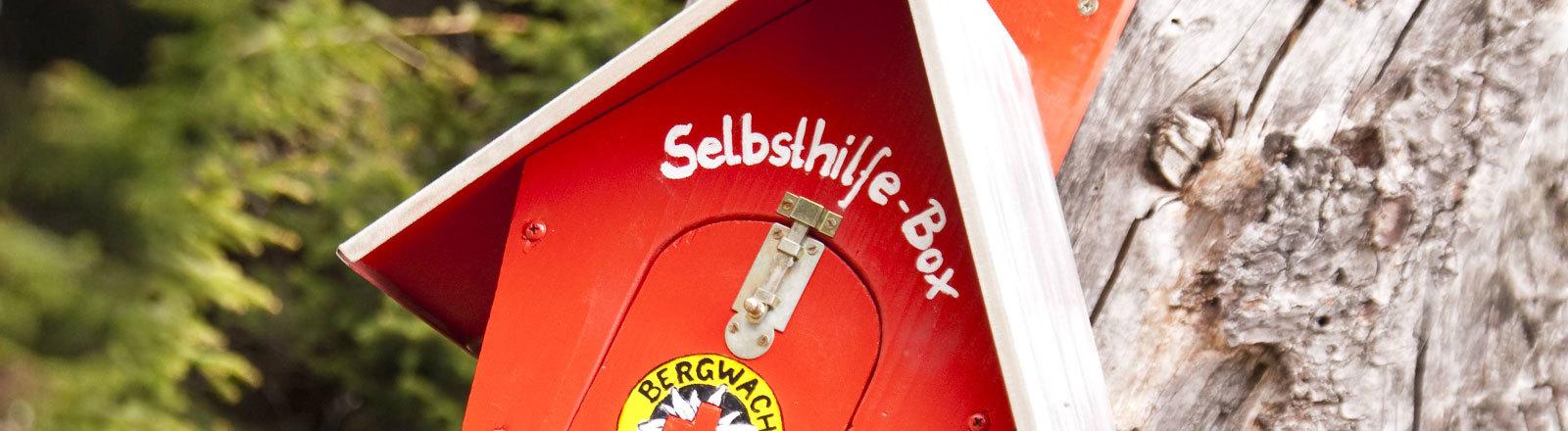 Selbsthilfe-Box von der Bergwacht im Harz