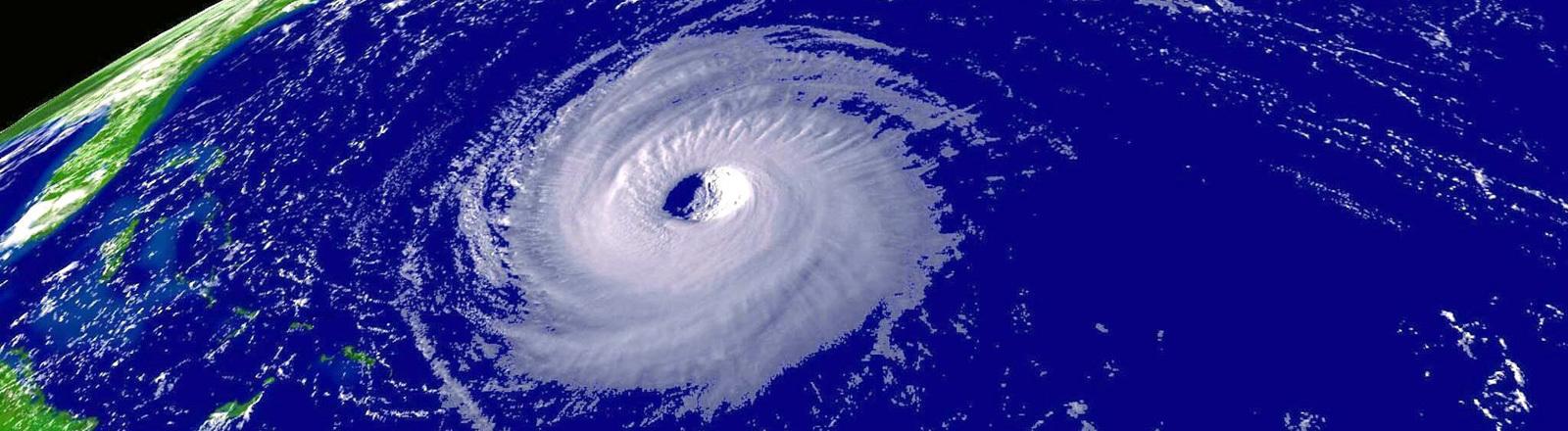 Hurrikan Isabel am 14.09.2003 bevor er an der US Ostküste ankommt.