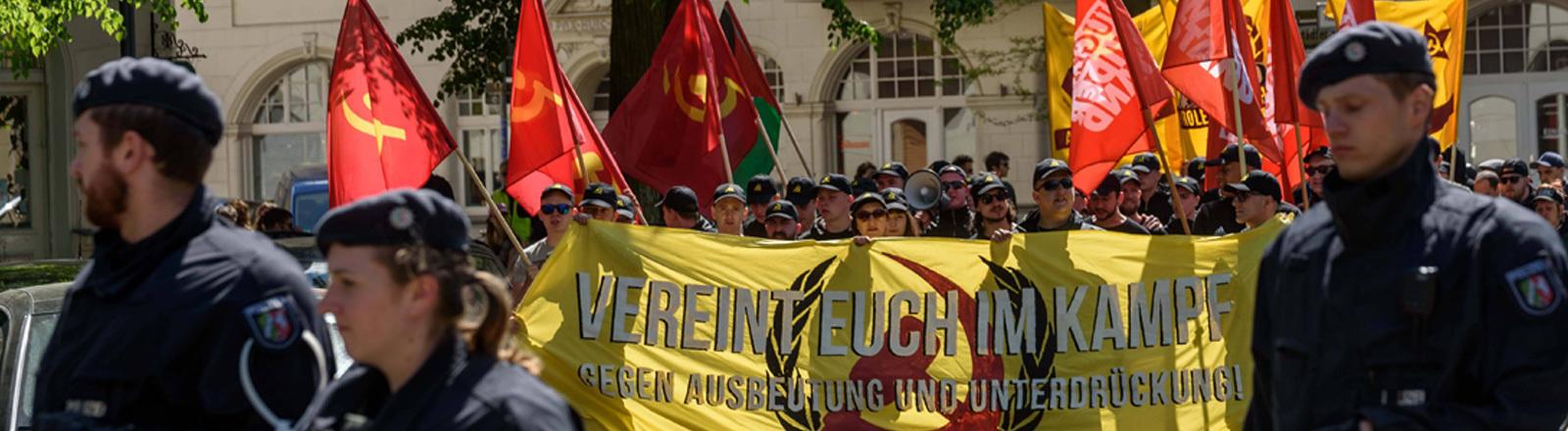 Demonstration der linksradikalen Gruppierung Jugendwiderstand und anderer Pro-Palästina-Gruppen zum 1. Mai 2018 in Berlin-Neukölln.