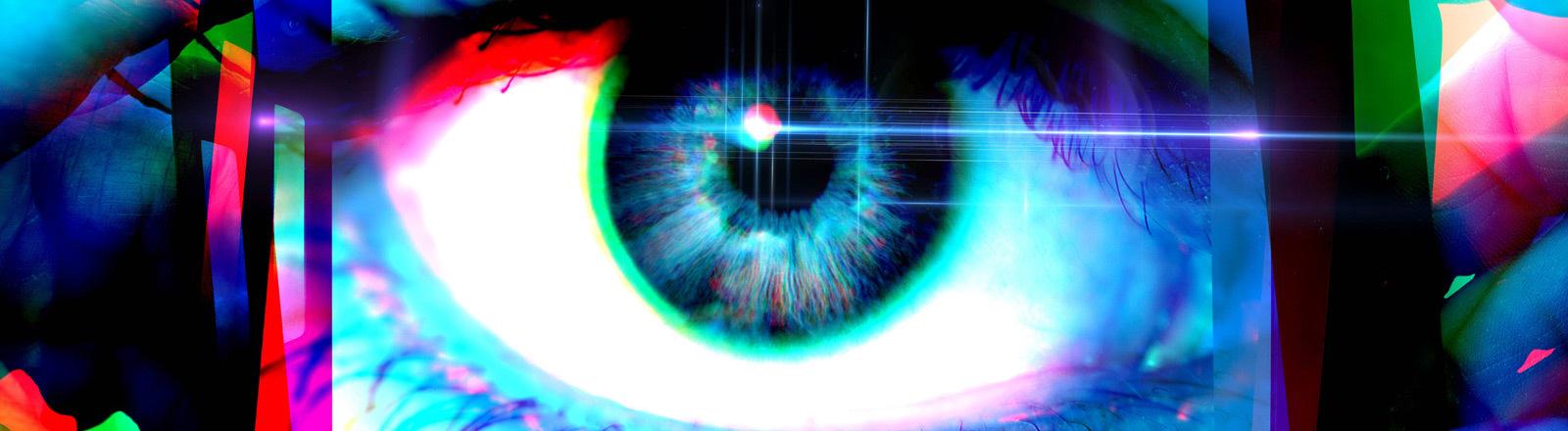 Ein Auge in Großaufnahme auf einem Smartphone-Display.