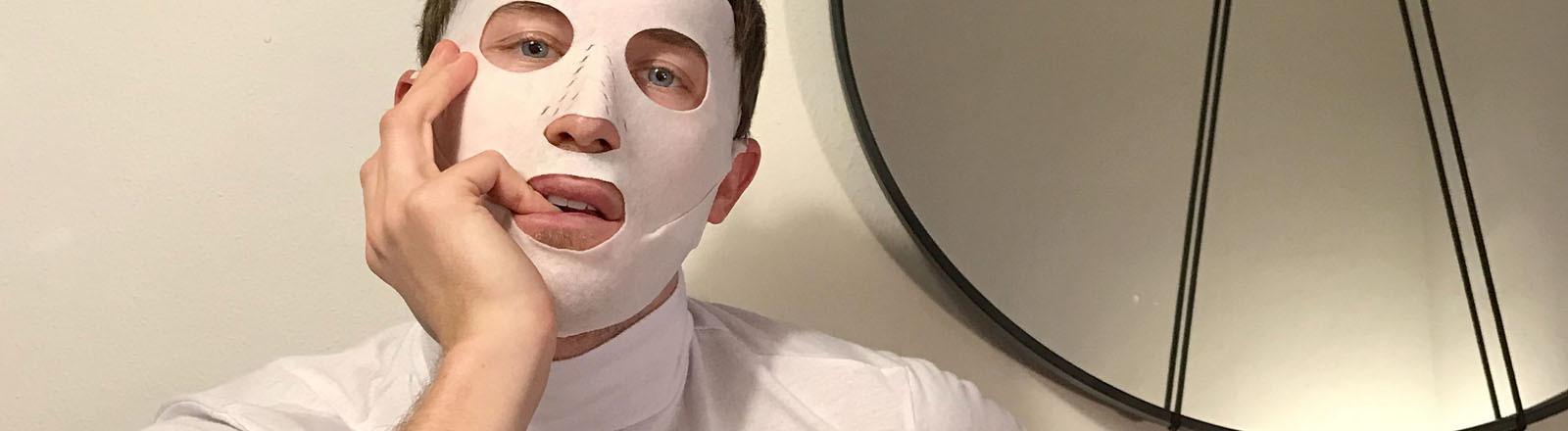 Fabian Hart mit Gesichtsmaske