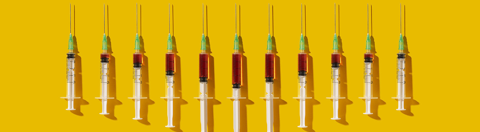 Spritzen mit einem Impfstoff.