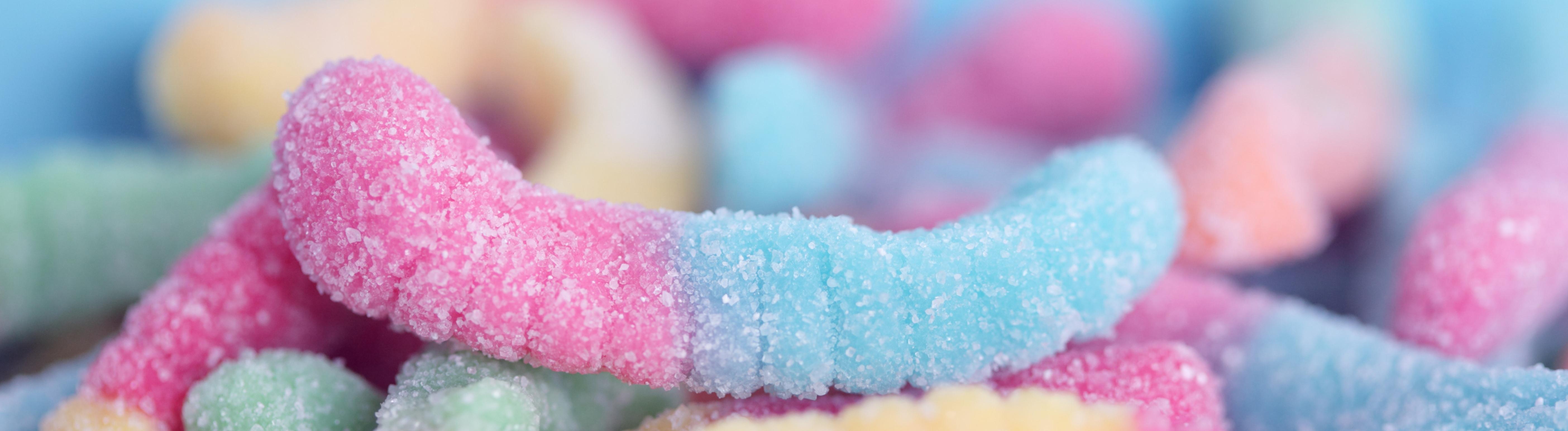 Gummiwürmchen mit Zucker