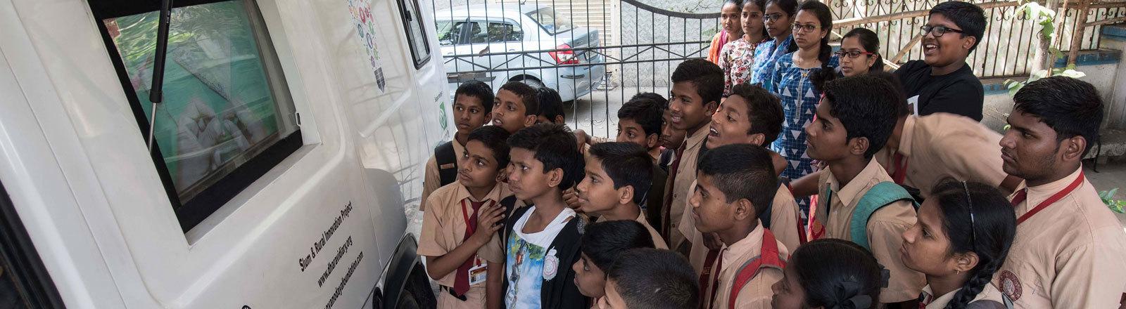 Schüler des gemeinnützigen Projekts Dharavi Diary.