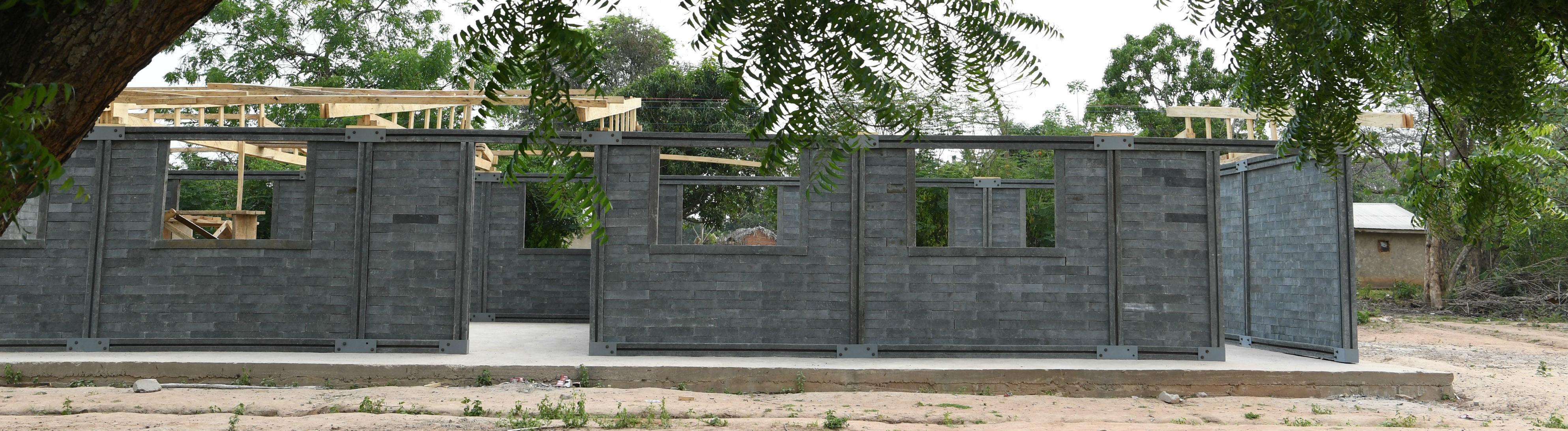 Häuser aus Plastik-Bausteinen gebaut.