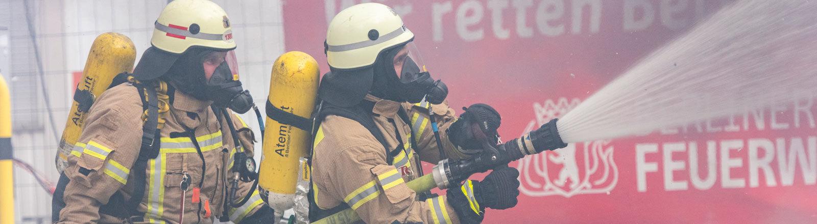 Feuerwehr: Brandschützer bei der Ausbildung.