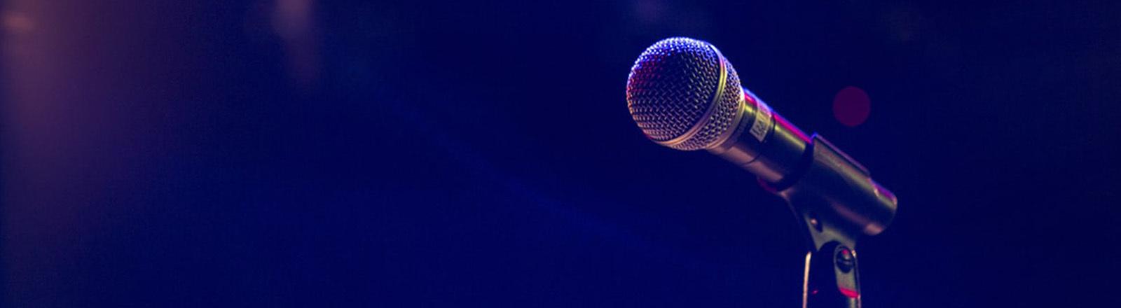 Mikrophon auf der Bühne