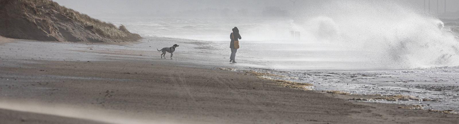 Ein Strandspaziergang an der Nordseeküste.