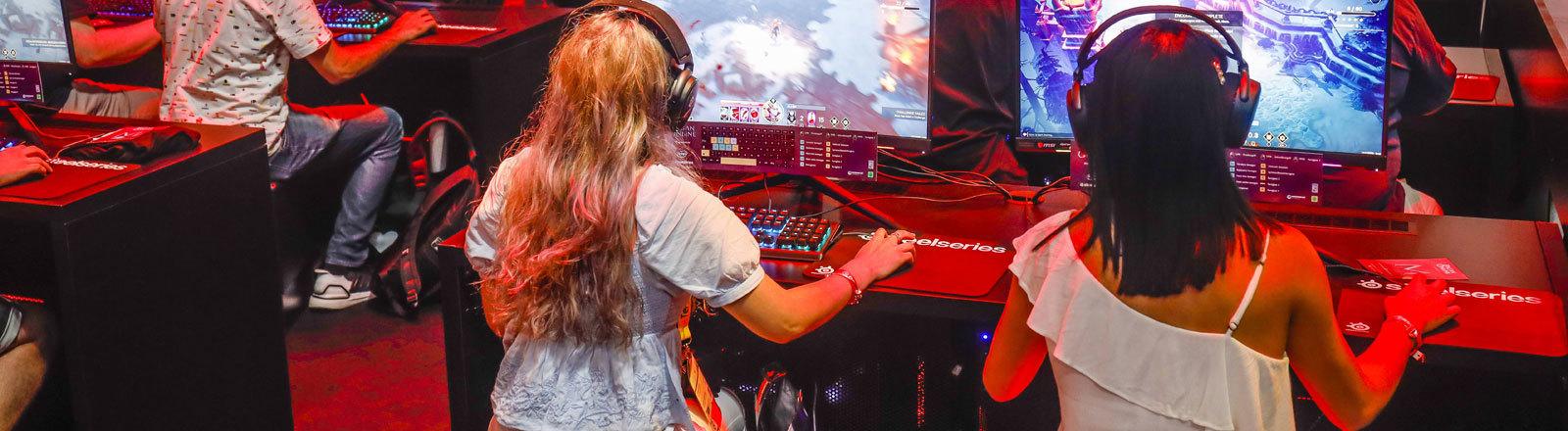 Jugendliche auf der Gamescom 2019