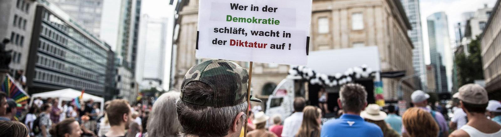 Demo der Querdenken-Initiative und ihrer Anhänger in Frankfurt.