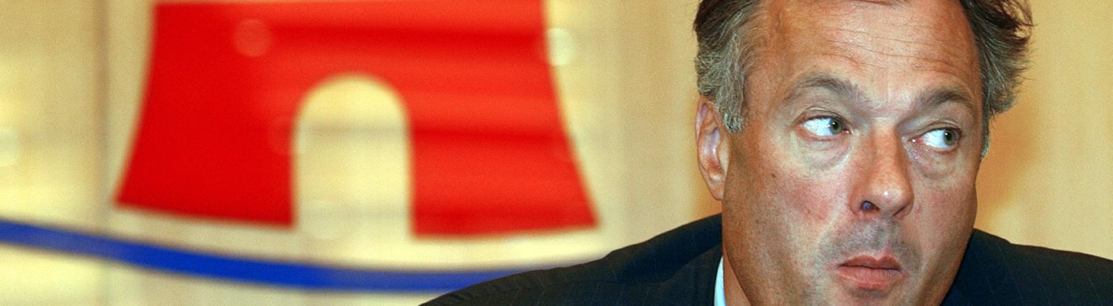 Ronald Schill kündigt im Dezember 2003 seine erneute Kandidatur für die Hamburger Bürgerschaft an.