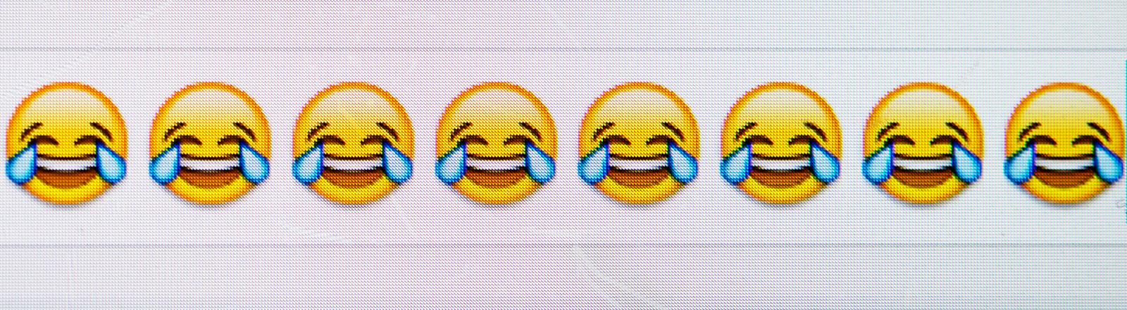 Viele Emojis, die lachen und weinen.