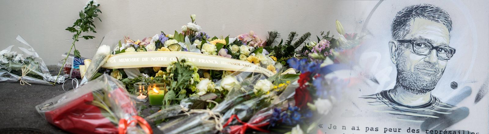 Collage: Niedergelegte Blumen zum Attentat von Charlie Hebdo, ein Porträt vom getöteten Chef-Redakteur Charb