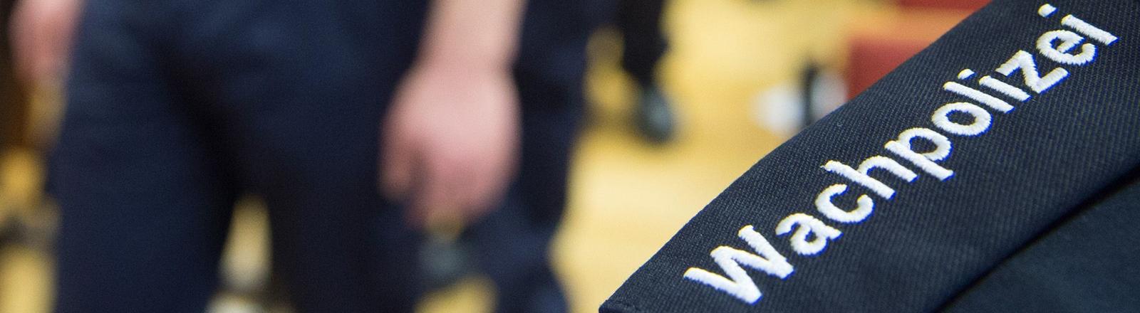 Die ersten 50 der insgesamt 550 geplanten sächsischen Wachpolizisten verlassen zu Beginn ihrer Ausbildung am 01.02.2016 in der Hochschule der Sächsischen Polizei in Bautzen (Sachsen) einen Hörsaal.