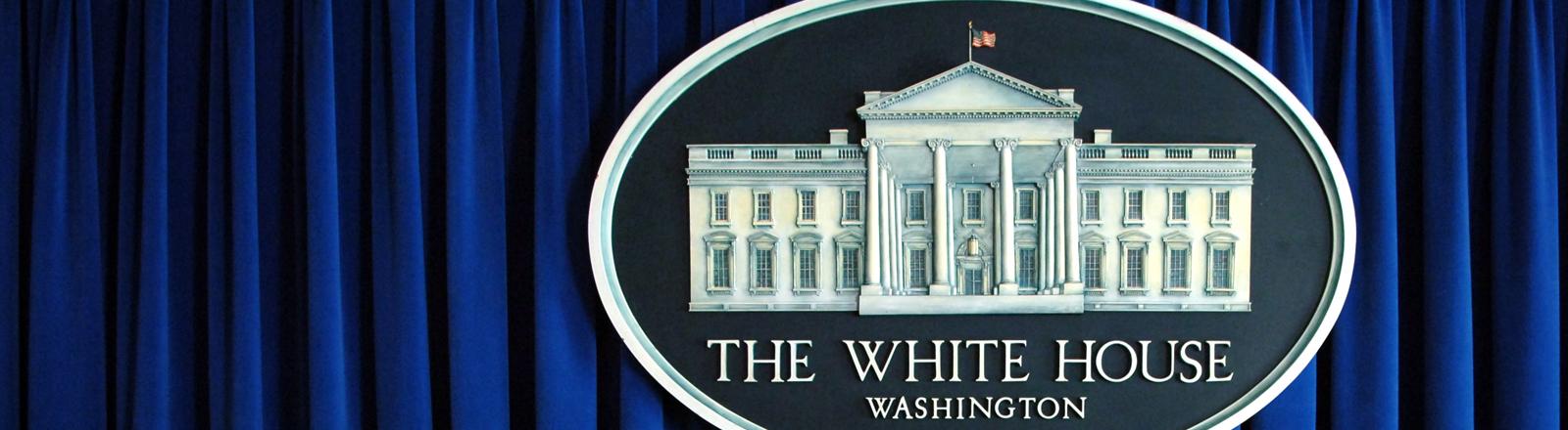 Presseraum des Weißen Hauses mit Logo
